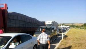 AKP İl Başkanı Hakaret Etti, Köylüler Ankara-Samsun Yolunu Trafiğe Kapattı