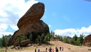 Moğolistan'da Kaplumbağa Şeklindeki Kaya, Görenleri Hayrete Düşürüyor