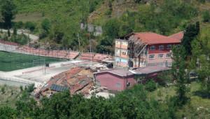 Devrek'teki Heyelanda Okul Binasının Yıkılma Anları Görüntülendi