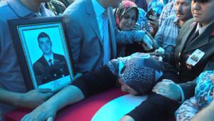 Şehit Uzman Çavuş Sarpkaya'nın Cenazesi Baba Ocağında