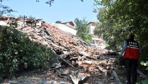 Devrek'teki Heyelanda 3 Bina ve 1 Okul Yıkıldı