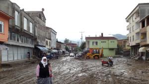 Samsun Terme'de Sel: Çok Sayıda Ev ve İşyeri Sular Altında Kaldı