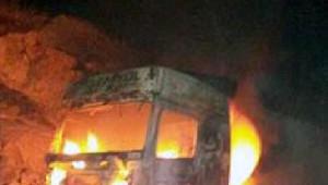 Pkk, Nusaybin'de 1 Tır ile 1 Kamyonu Yaktı