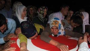 Şehit Er Medet Mat'in Cenazesi, Ailesinin İsteğiyle Gece Toprağa Verildi