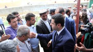Demirtaş, Van Özalp'te Şehit Ailesine Ziyarette Bulundu
