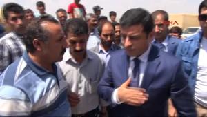 Selahattin Demirtaş PKK'nın Şehit Ettiği Askerin Evine Taziyeye Gitti
