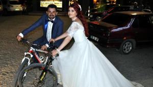 Kano Yaparken Tanıştılar, Nikaha Bisikletle Geldiler