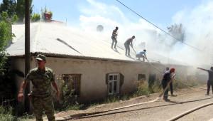Özalp'ta Asker, İftaiye ve Vatandaşlar Yangın İçin Seferber Oldu