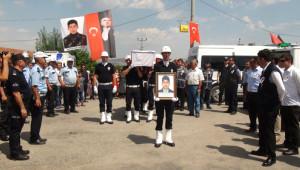 25 Yıl Önce Gürpınar'da Şehit Olan Dayısının İsmini Taşıdı ve Yanına Defnedildi