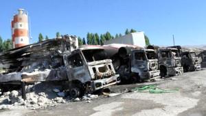 PKK'lılar Patnos'ta 7 Araç Yaktı