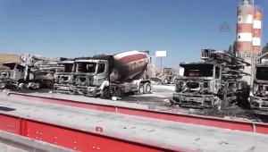 Patnos'da Teröristler, 7 Aracı Ateşe Verdi