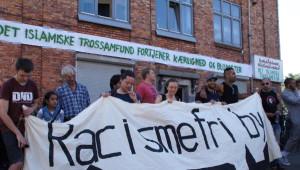 Kopenhag'daki Cami Saldırısına 'Barış Zinciri' ile Tepki....