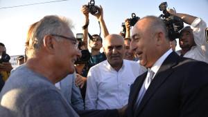 Bakan Çavuşoğlu ve Baykal Arasında Esprili Diyalog