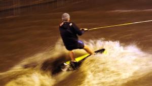 Rus Gençlerden Göle Dönen Yolda Su Kayağı