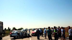 Otomobiller Kafa Kafaya Çarpıştı: 1 Ölü, 7 Yaralı