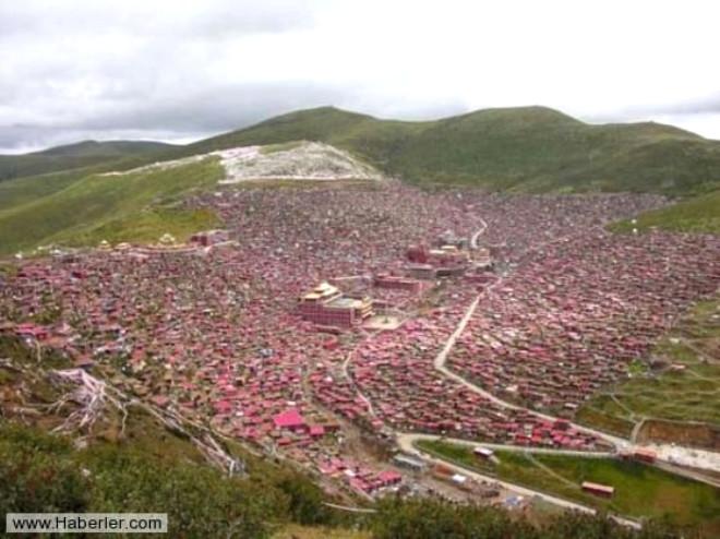 Çin'in Kutu Gibi Evlerden Oluşan Budist Kenti