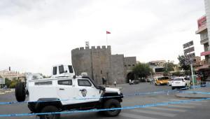 Diyarbakır Kent Merkezinde Polise Roketatarlı Saldırı: 2 Şehit, 3 Yaralı (3)