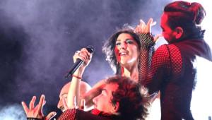 Hande Yener Pınarhisar'da Coşturdu