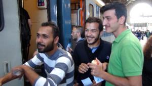Sığınmacılar Almanya ve Avusturya Trenlerine Umutlarıyla Biniyor