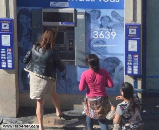 Fransa'da Bir Kadın ATM'den Para Çekerken Saldırıya Uğradı