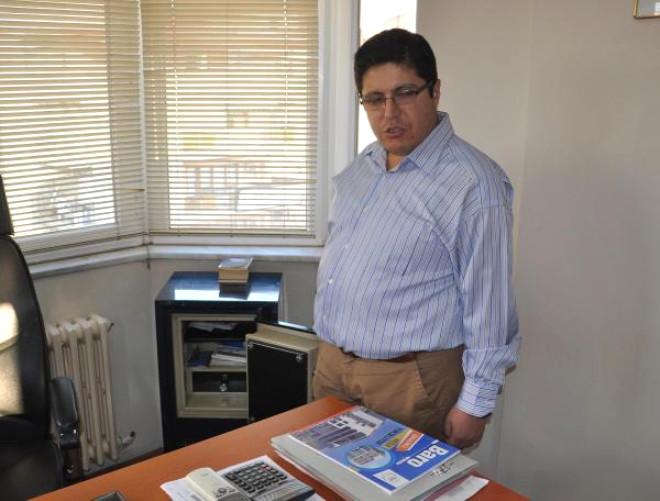 İş Merkezindeki 11 Bürodan Hırsızlık Yapan Şüpheliler Güvenlik Kamerasına Yakalandı