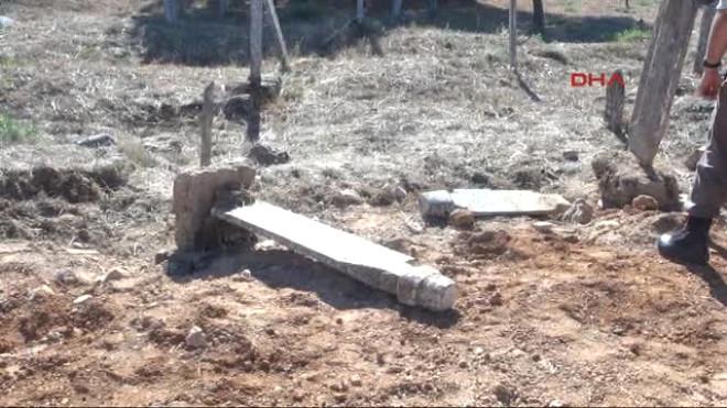 Denizli Tarihi Mezarlıktan Yol Geçti