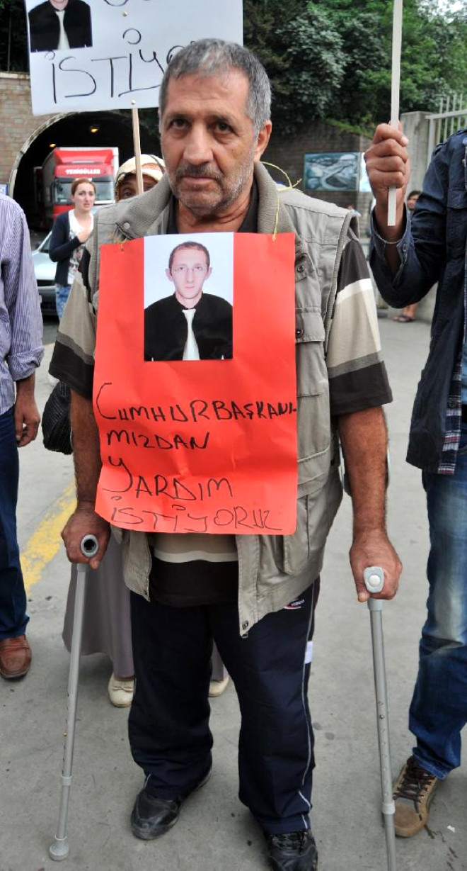 Gürcistan'da Tutuklu Bulunanların Yakınlarından Sarp Sınır Kapısı'nda Protesto