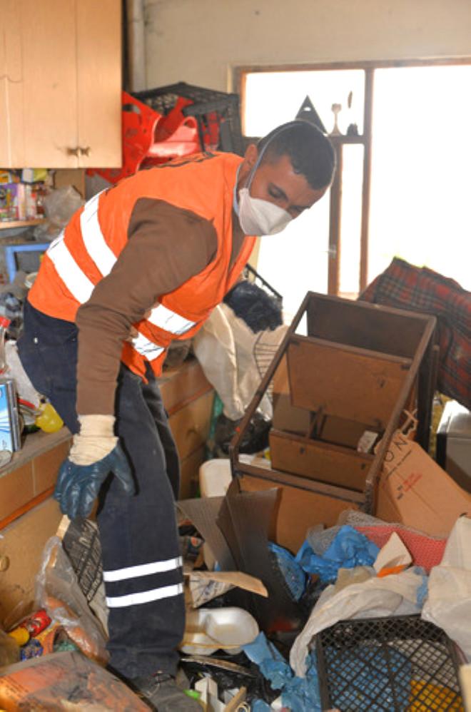 İki Evden 15 Kamyon Çöp Çıktı