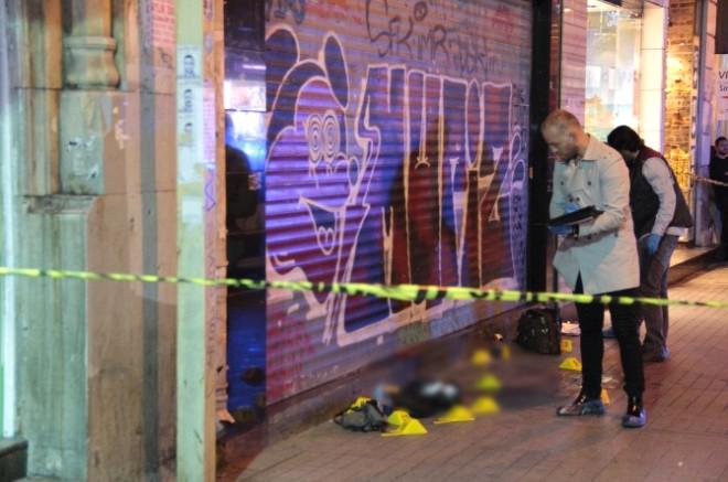 İstiklal Caddesinde İki Genç, Tek Kurşunla İntihar Etti