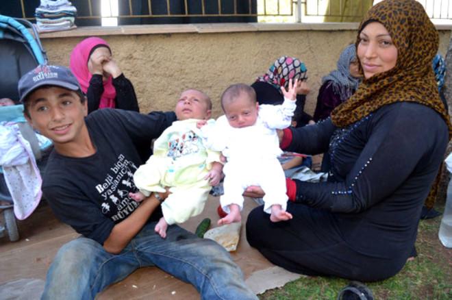 Suriyeli Ailelerin Cami Avlusundaki Yaşam Mücadelesi
