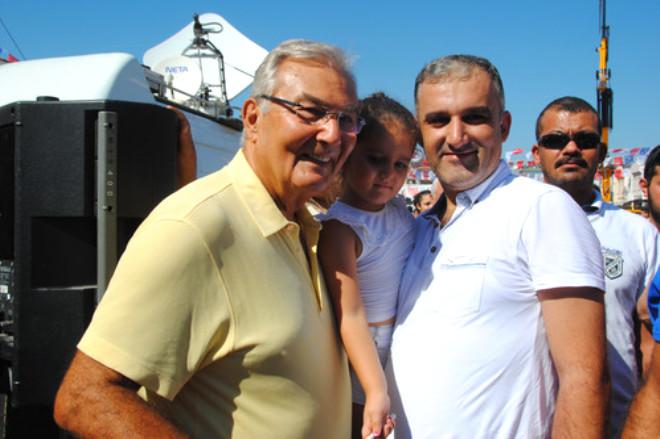 Deniz Baykal, Kılıçdaroğlu'nun Konuşmasını Halkın Arasında Dinledi