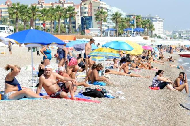 Ekim Güneşi, Antalya'da Sahilleri Doldurdu