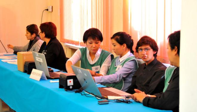 Kırgızistanlılar Genel Seçimler İçin Sandık Başında