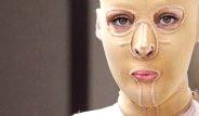 Yüzü Olmayan Kadın Maskesini İlk Kez Çıkardı