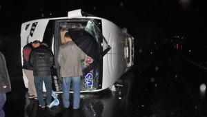 Zonguldak'ta Midibüs Devrildi: 3'ü Ağır, 23 Yaralı