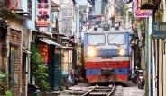 Vietnam'da Korkutan Yol: Tren Evlerin Arasından Geçiyor