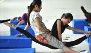Çin'de Jimnastikçi Çocukları İşkence Gibi Eğitim