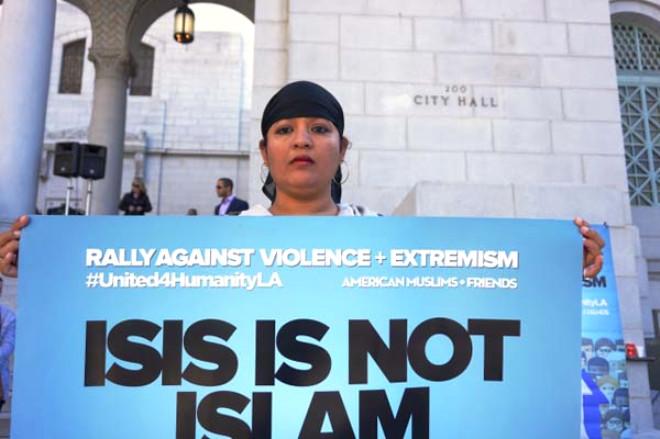 California'daki Müslümanlar Şiddete Karşı Toplandı