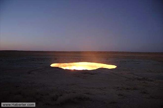 Çölün Ortasındaki Krater 44 Yıldır Hiç Sönmeden Yanıyor