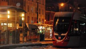 Tramvayda Şüpheli Paket Paniği
