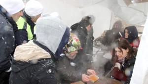 Kar Altında Bin 500 Kişiye 'Arabaşı' İkramı