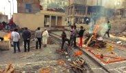Ölmeye Gelinen Şehir:  Varanasi