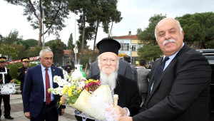 Patrik Bartholomeos, Tire'de Zeytin Dikip, Barış Mesajı Verdi