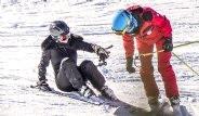 Kate Moss, Kayak Yaparken Düştü
