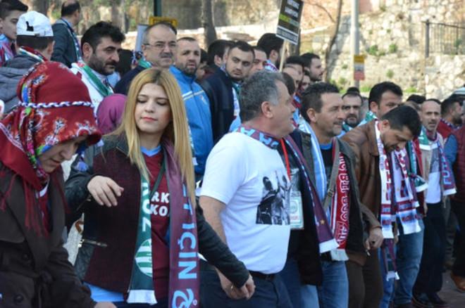 Bursa ve Trabzonsporlu Taraftarlardan Federasyon ve Hakemlere Horonlu Protesto