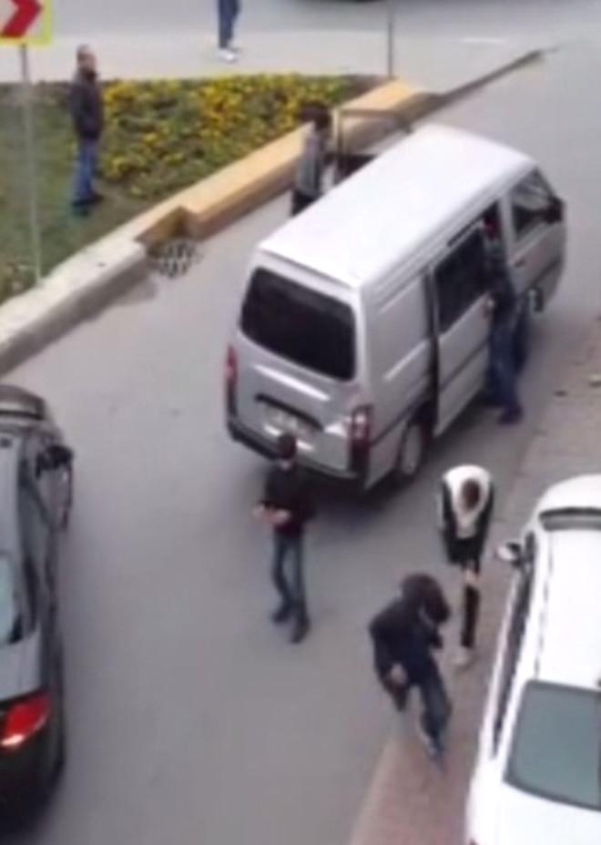 Lüks Otomobili Çalmak İsteyen Hırsızlara Dayak