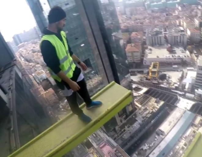 3. Köprü Selfie'cileri, Bu Kez 240 Metre Yükseklikteki Vince Tırmandı