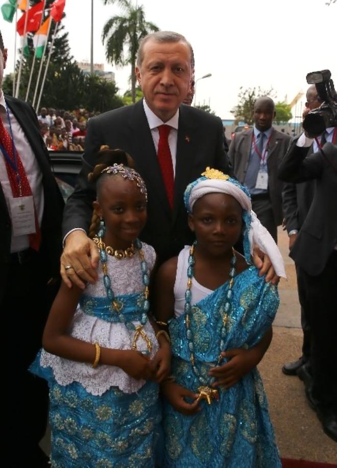 Erdoğan'a Abidjan'ın Altın Anahtarı ve Hemşerilik Beratı Verildi