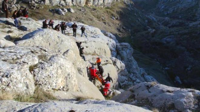 Fotoğraf Çekerken Kayalıklardan Düşüp Yaralandı