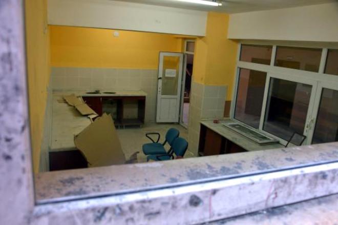 Adana'da Okula Giren Hırsızlar, Tuvalet Lavabolarını Çaldı